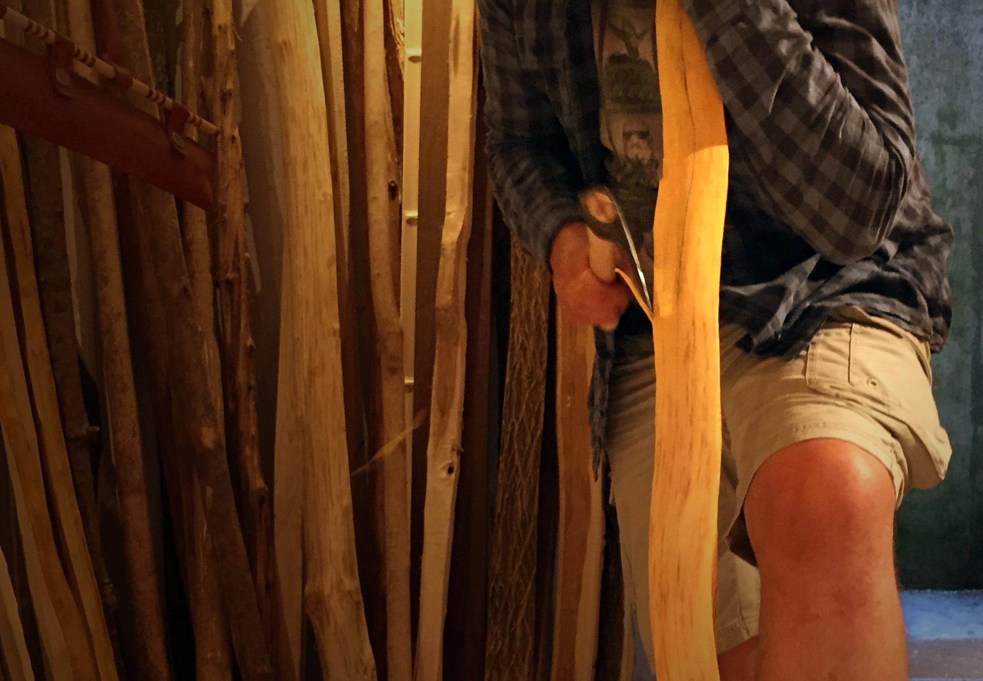 Ziehklinge, Ziehmesser, BOWFIRE, bowfire, Meisterbogen, regelmäßiger Workshop, Intensivbogen, Bogenbauen an zwei Tagen, Kurs, Workshop, Schnupperbogen, Kinderbogenworkshop, Kinderbogenbaukurs, Bogen bauen, Pfeile kaufen, Pfeile bestellen, traditionelle Pfeile kaufen, Holzpfeile kaufen, Bogen bauen, Bowfire, Bogenreisen, meditatives Bogenschießen, einsgerichtetes Bogenschießen, traditionelles Bogenschießen, intuitives Bogenschießen, traditioneller Bogenbau, Bogenbau, traditionelles Bogenschiessen, Schleswig Holstein, Plön, Rendsburg, Eckernförde, Kiel, Stave, Bogenrohlinge, Bogenbaukurse, Kurse, Workshops, Zubehör, Pfeile, Federn, Köcher, Messer, Sehne, Sehnenumwicklung, Leder, Nockpunkt, Primitivbogen, Nocken, Tips, Recurve, Syahs, Eibe, Osage Orange, Hasel, Manau, Rattan, Esche, Hickory, Bambus, Eberesche, Weißdorn, Backing, Sehnenbacking, Bogenworkshop, in zwei Tagen, Zubehörworkshop, Zielscheiben aus Ethafoam, Bogensport, Fachhandel, Bogenfestival, bogenguide, Parcours, Deutschlands Parcours, Abendkurs, Abendworkshop, ethafoam, Ziele, Dart, Trainerstunde Bogenschießen, Bogenhülle, Einführung ins Bogenschießen, Armschutz, Armschoner, Lochzange, Flachdexel, Damast, Messer, geschmiedet, Beil, Köcher,